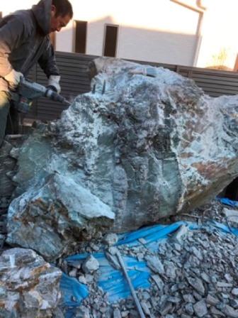 埼玉県 - 庭石・自然石・大岩・巨石の処分解体撤去の作業前石の処分-石の回収と解体処分-埼玉県鴻巣市宮前の大岩・巨石の解体工事