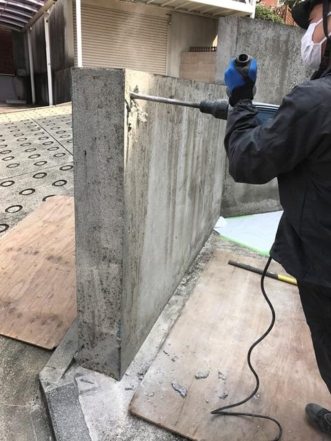 コンクリート塀の斫り解体撤去処分とモルタルでの左官補修工事風景04