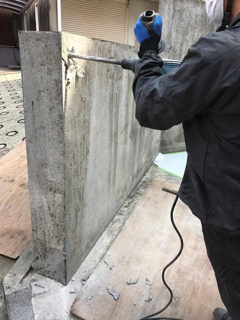 コンクリート塀の斫り解体撤去処分とモルタルでの左官補修工事風景05