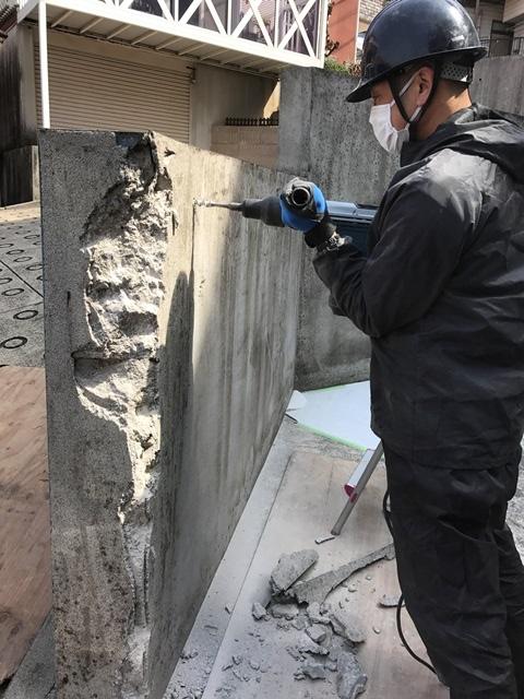 コンクリート塀の斫り解体撤去処分とモルタルでの左官補修工事風景07