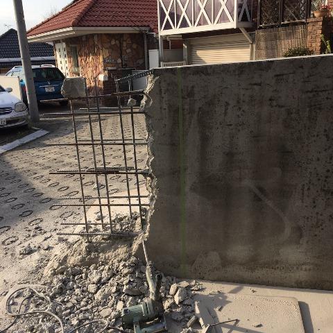 コンクリート塀の斫り解体撤去処分とモルタルでの左官補修工事風景10