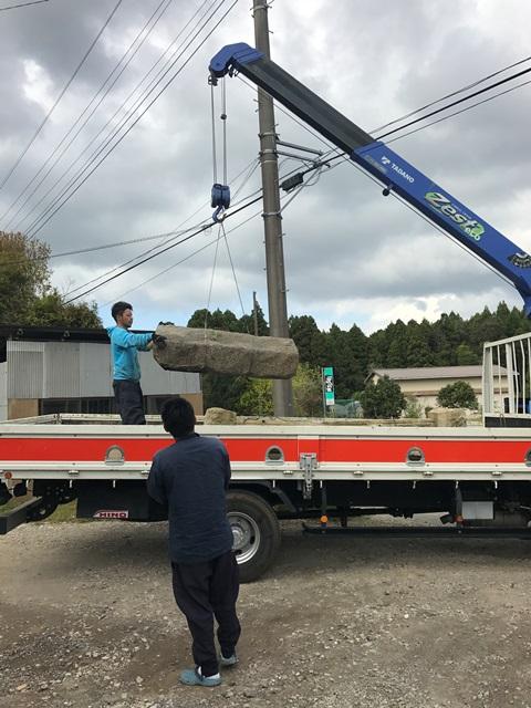 千葉県香取市吉原-御影石の石柱と大沓脱石の回収処分と撤去工事の工事風景08