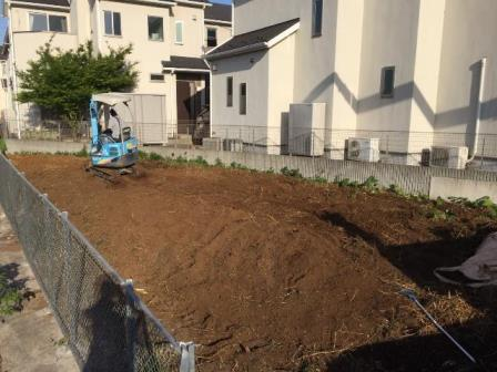 神奈川県川崎市高津区久地-急斜面上の土地の竹根(地下茎)の撤去工事と整地工事の完了写真