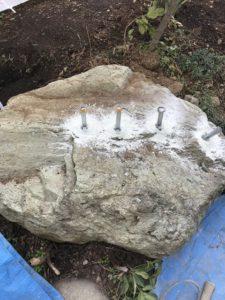 庭石処分 – 神奈川県秦野市沼代での庭石撤去と庭石解体の工事写真